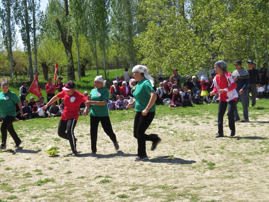 Лейлекские невестки и женщины приняли участие на ярмарке и футбольном состязании